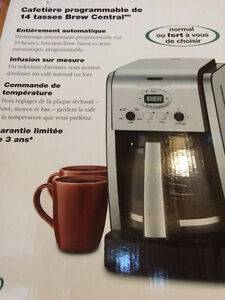 Cafetière Cuisinart 14 tasses programmable neuve