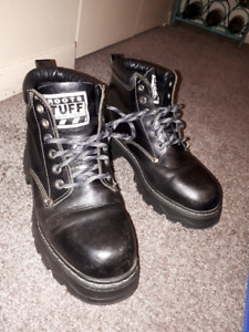 Black lady's boots size 8 1/2