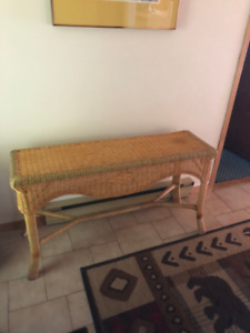 WICKER SOFA TABLE AND URNS