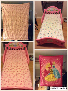 New/ Clean Beautiful Princess Toddler bed and Bedding Set