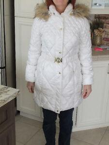Manteau d'hiver GUESS blanc avec capuchon
