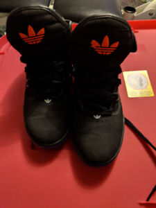 Adidas high tops men's / youth