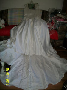 Wedding dress (mint condition) must sell $350 obo (size 16-18)