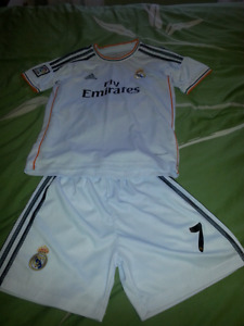 Youth small/medium soccer outfit