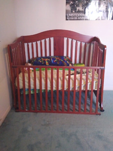 Crib 4 in 1 converts into day bed and toddler bed