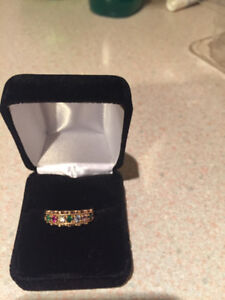 10 Karat Heavy Gold Ring with Seven Stones Size 9