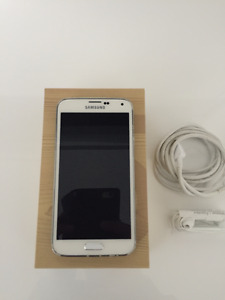 16GBs Samsung S5 with One Brand-NEW Folding Case for Sale!!!