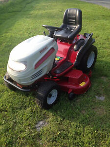 WHITE LAWN TRACTOR, TOP OF THE LINE,MINT MINT!!