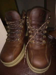 Hally Hensen winter boots