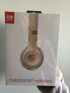Beatssolo3 wireless Matte Gold headphones - NEVER OPENED