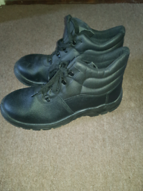 Mens Safety boots size 11
