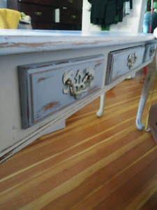 Nice legs Wide table. Good condition.