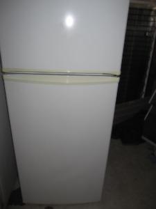 24 inch apartment size fridge & stove