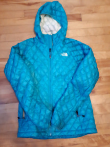 The north face thermoball jacket size small