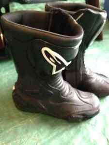 Women's leather riding boots size 7