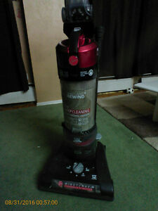 LIKE NEW HOOVER Vacuum Cleaners Turbo Power UTP1605 West Island Greater Montréal image 3