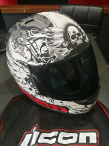MINT CONDITION ICON ALLIANCE MOTORCYCLE HELMET!!