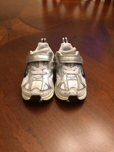 Boys toddler Nike shoes size 5 used