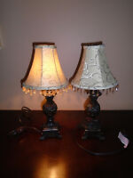 ♦ 2 Beautiful lamps with very nice shades. High 15 ½ inches ♦  4