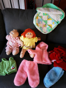 2 cabbage patch dolls, bag, shoes and clothes