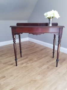Solid Wood Occasional Table (antique)