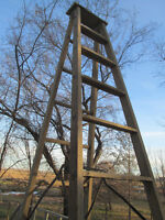 WOODEN STEP LADDER   LARGE  HEAVY DUTY