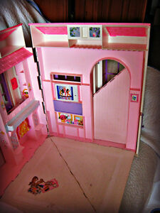 BARBIE ~ HOUSE (FOLDS OUT TO 3 ROOMS) W/BATTERY LAMP IN WINDOW Kitchener / Waterloo Kitchener Area image 10