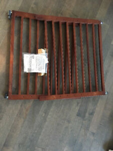 New Munchkin Extending Wood Safety Gate Baby Gate