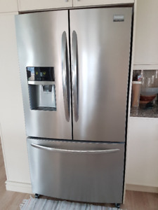 STAINLESS STEEL SMUDGE-PROOF FRENCH DOOR REFRIGERATOR