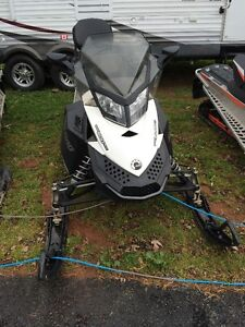 2014 Ski doo 600 Ace Grand touring with only 5427Km's!