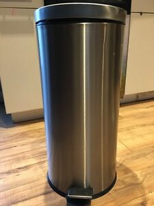 Brand new Solid Round Shape Pedal Trash Can