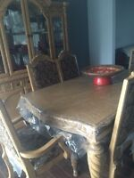 Beautiful dining room 10 piece set!