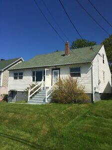 New Price! 265 EMPIRE AVENUE - CLOSE TO MUN