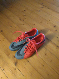 Women's soccer cleats worn once size 9