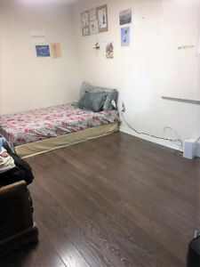 ROOM NEAR HUMBER COLLEGE NORTH – Female Occupant Only