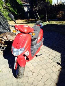 Scooter Kymco 2013 Vitality Rouge 4T - 2000 km – 1 375.00$