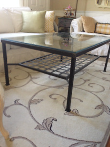 Beautiful Large Coffee Table. Metal and Glass, great heavy condi