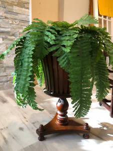 Bombay company plant stand with faux fern included