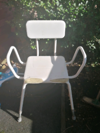 FREE PERCHING STOOL WITH BACK