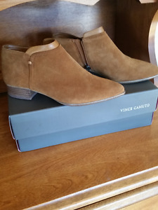 Women's ankle boot - NEW in BOX Size 6.5  $15