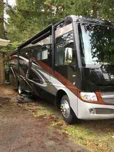 2013 Winnebago Adventurer 35p motorhome