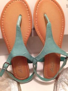 BRAND NEW SIZE 7 TEAL SANDALS Cornwall Ontario image 1
