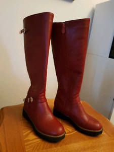 Womans boots, new, size 7