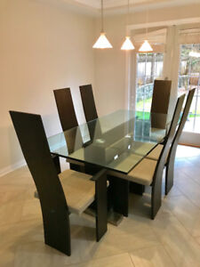 Beautiful modern table and 6 chairs