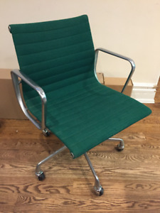 Eames ALUMINUM GROUP task chairs