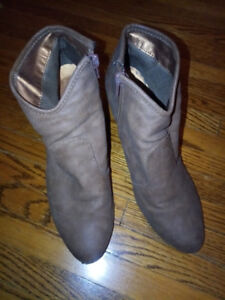 Suzy Shier Women's Boots size 10