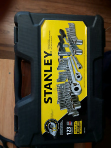 Brand new NVR used Stanley 123 piece ratchet set.