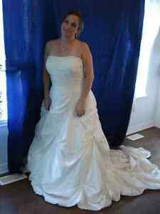 SIZE 20-26 WEDDING DRESS - Robe de mariee