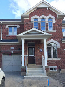 Beautiful Oakville Neyagawa/Dundas brand new 3br townhome
