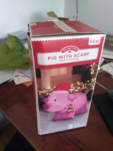 Christmas pig with scarf airblown/ déco noël cochon inflamable
